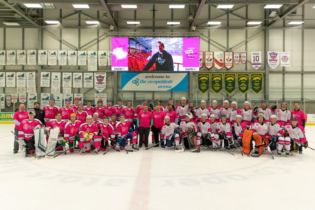 2 hockey teams posed for picture